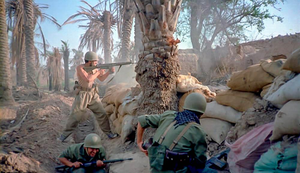 Иранские пехотинцы ведут бой в пригороде Хорремшехра. Ирано-иракская война, 1980 год.