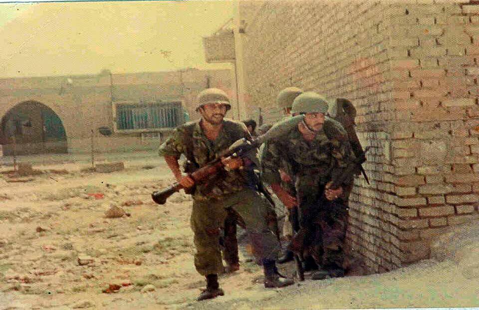 """Бойцы спецназа ВМС Ирана """"Такаваран"""" в боях за Хорремшахр. Ирано-иракская война, 1980 год."""